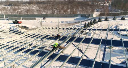 área de trabalho : Construction of a modern factory or plant, Industrial area in winter, panoramic view from the air. Modern plant on the snow-covered field, the structural steel structure of a new commercial building