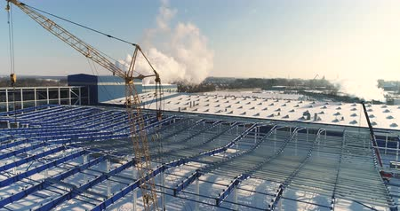 strukturální : Construction of a modern factory or plant, Industrial area in winter, panoramic view from the air. Modern plant on the snow-covered field, the structural steel structure of a new commercial building