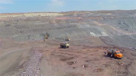 minério : Quarry panorama, Career panorama overall plan, Industrial exterior, People work in a career