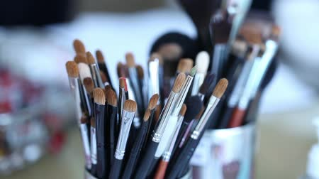 палитра : Brush set for make-up on the table, Makeup brush on wooden table, Shallow depth of field