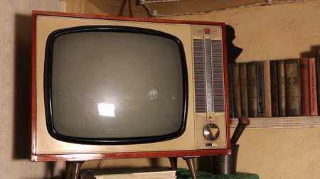 hata : Old TV, retro TV in an old interior. Authentic Old TV Stok Video