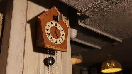 kleszcz : Cuckoo clock, old cuckoo clock on the wall, retro clock