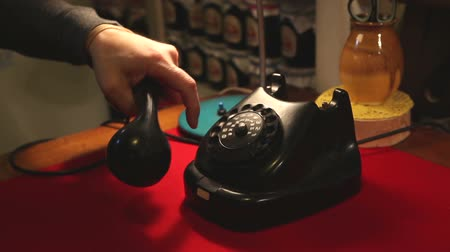 telecomunicação : Dialing with an retro rotary phone, man in the office dials the old phone