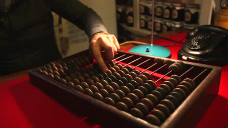hesaplama : Man calling the old phone, wooden abacus in the office Stok Video