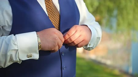 носить : Man Buttoning Waistcoat Preparing to Wedding Groom natural background