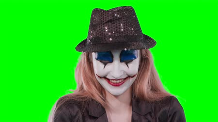продвигать : The girl clown looking at the camera. The character is in a green background