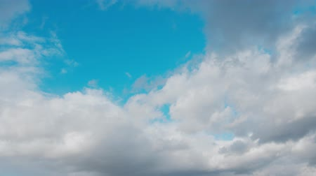 天窓 : Blue sky background with white clouds. Long shot