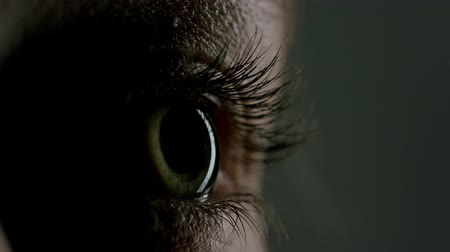 крупный план : close up macro human eye opening blinking light revealing beautiful iris