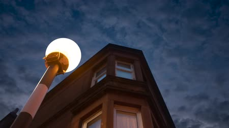 viktoriánus : A Belisha Beacon Outside A Flat At Night In A Residential Area Of A British City