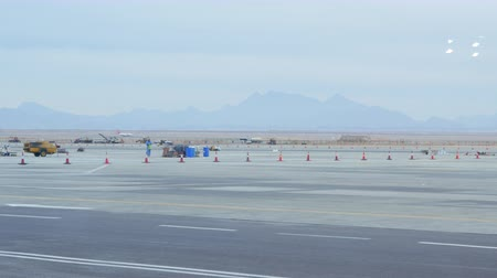 egito : Airplane on the Runway Gaining Speed