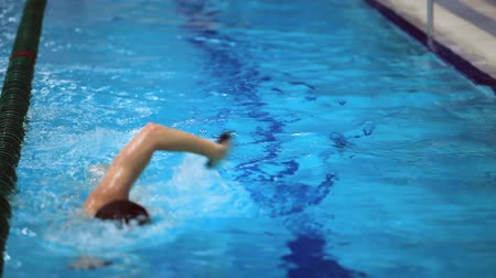 nadador : swimmer swims Stock Footage