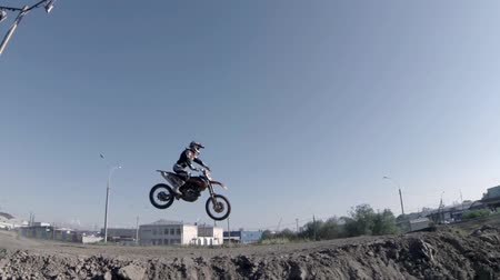 akció : Motocross racer jumping on a motorcycle sequence with sound Stock mozgókép