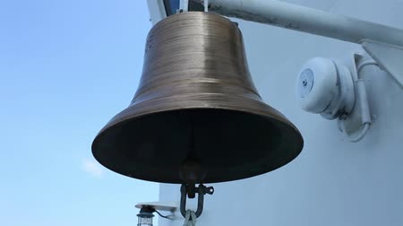 sinos : ships bell  close to with sound