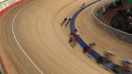 bisiklete binme : Pursuit Cycling race Indoor track Stok Video