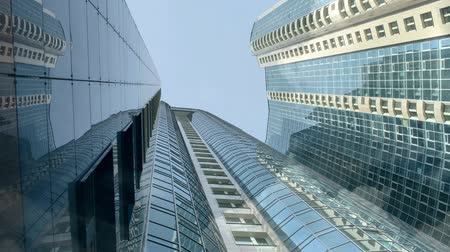 skyscraper : Clouds are reflected on the walls of a skyscraper Stock Footage