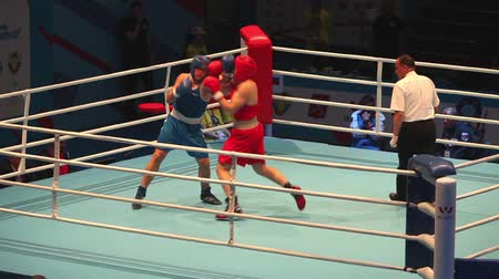 ás : hard boxing St. Petersburg, Russia, November 23, 2016 AIBA Youth World Boxing Championships men heavy 91 kg. Boxing match between: RED-Murashev S., Russia, BLUE -Verkhaleu D., Belarus