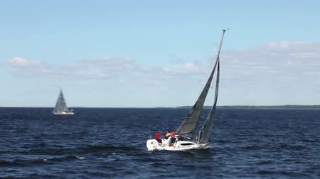 lanoví : Sailboat goes to open sea crew on board