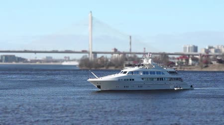 ancorado : White superyacht is anchored seascape Vídeos