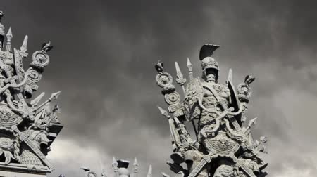 harcos : armor  ancient warriors,  backdrop of a dramatic sky.