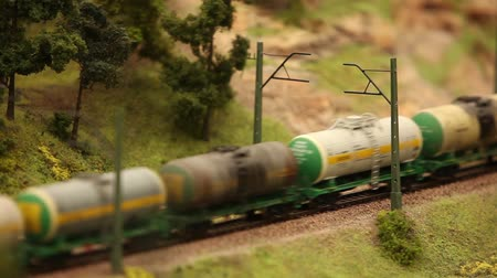 petrokimya : Transportation Oil by Railway, Miniature railroad tank car with oil and gasoline