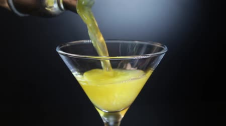 black yellow : Preparing classic Screwdriver cocktail drink. Aperitif with vodka and orange juice. Stock Footage
