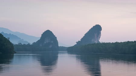 провинция : Khao Khanab Nam on sunrise time, nature landmark in Krabi province, Thailand, famous city for travelers Стоковые видеозаписи