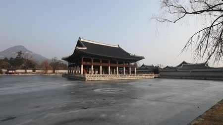 gyeonghoeru pavilion : Gyeonghoeru Pavilion, Korean Traditional Architecture in the Gyeongbokgung Palace, Seoul, South Korea. Stock Footage