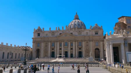 Сан : Passage through St. Peters Square Vatican city Rome in time lapse