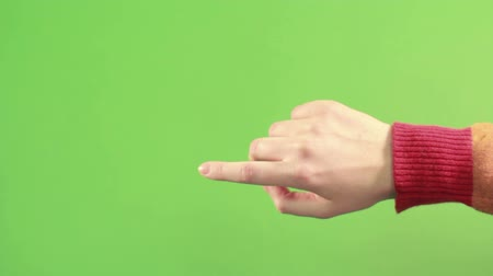 dedo : Right hand isolated on green background. Hand on green screen make gesture. Man hand on chroma key isolated. Person finger pointing on background.