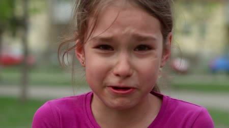 pŁacz : Crying child in grief and sadness. Child crying with tears on face. Young girl express stress and despair. Sad kid painfully crying. Sorrowful beautiful conflict with parent. Cry in pain. Close up Wideo