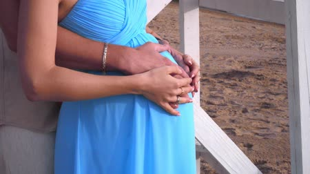 отцовство : Pregnant belly hands. Pregnant belly closeup. Pregnant couple holding belly. Pregnant woman holding her belly with love. Expecting parents. Pregnancy concept. Pregnant lady. Pregnant family Стоковые видеозаписи