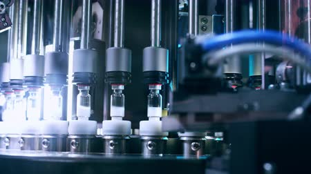 farmacologia : Pharmaceutical machine. Automated quality control equipment. Medical vials on production line at pharmaceutical factory. Pharmaceutical technology. Quality control at pharmaceutical industry Stock Footage