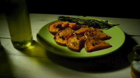 obiad : Baked pumpkin pieces with herbs and spices. Rosemary herb with pumpkin slices. Organic pumpkin dish. Traditional autumn cooking. Vegetarian diet dinner. Tasty pumpkin dish Wideo