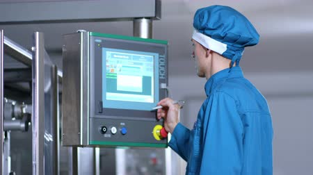 érintés : Touch screen technology. Close up of factory worker program touch screen control. Factory employee control screen. Industrial factory control display. Industrial control screen Stock mozgókép