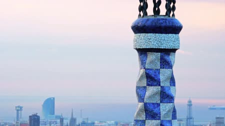 Гауди : City landmark Park Guell in Barcelona. Famous architectural building designer Antonio Gaudi Park Guell. Europe landmark