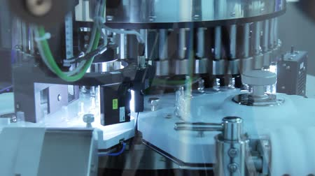 steril : Pharmaceutical manufacturing equipment. Medicine ampoules control testing. Pharma manufacturing machinery. Medical vials manufacturing machinery. Modern pharmaceutical production technology Stok Video