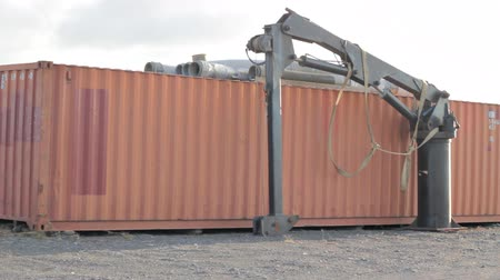 konténer : Industrial shipping container with wind