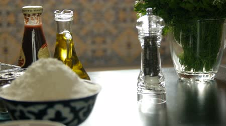 dizi : A chef is adding salt and pepper Stok Video