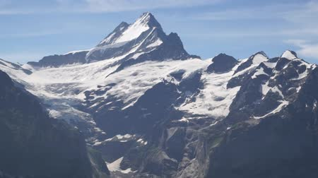 montanhismo : Alpine peaks landskape background. Jungfrau, Bernese highland. Alps, tourism and adventure hiking concept