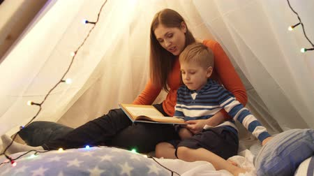 chata : Little boy playing in childrens tent at home. Mother reading fairy tale book. Happy caucasian kid in the playroom. Dostupné videozáznamy