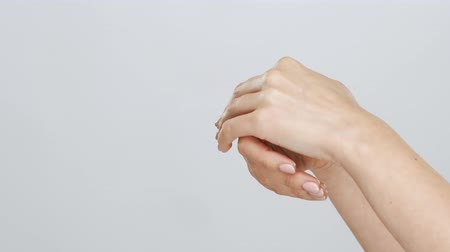 krem : Beautiful female hands studio close-up. Arms of young woman applying cream. Anti-aging, healthcare and rejuvenation.