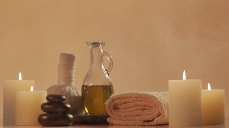 kaars : Samenstelling Oosterse massagebehandeling. Spa-procedures, meditatie, welzijn en aromatherapie.