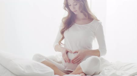 妊娠した : Happy pregnant woman touching her beautiful belly. Pregnancy, motherhood, and expectation concept