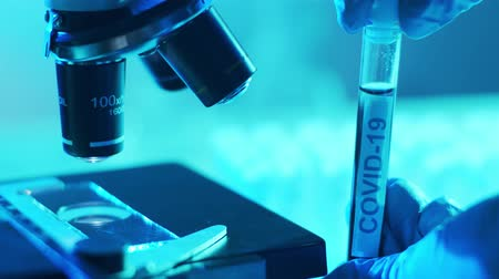 антибиотик : Scientific laboratory close-up. Pandemic disease, healthcare, vaccine research and coronavirus covid-19 test.