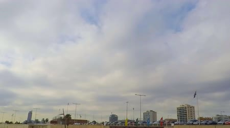 еще : This is timelapse footage of the clouds, very dense white clouds, flying over an urban beach on a gloomy yet hopeful day. Стоковые видеозаписи