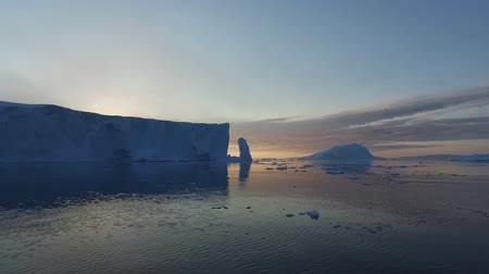 senhor : Icebergs on Arctic Ocean in Greenland