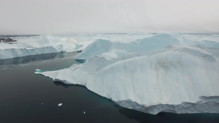 senhor : Aerial view of Icebergs on Arctic Ocean in Greenland Vídeos