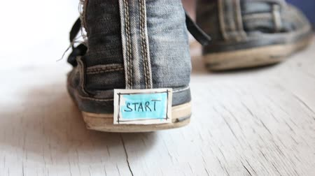 spor ayakkabısı : Start or first step concept. On sneakers tag with the word start.