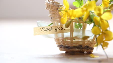 sayesinde : thank you idea text and flowers