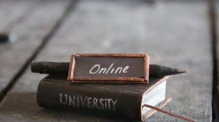 uczenie się : online education or distance learning concept with tag Wideo